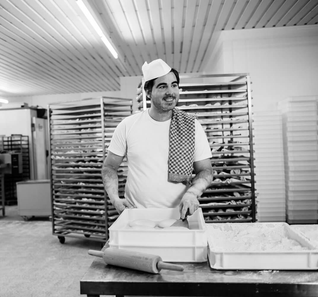 Vincent Giannini beim Pizzabacken