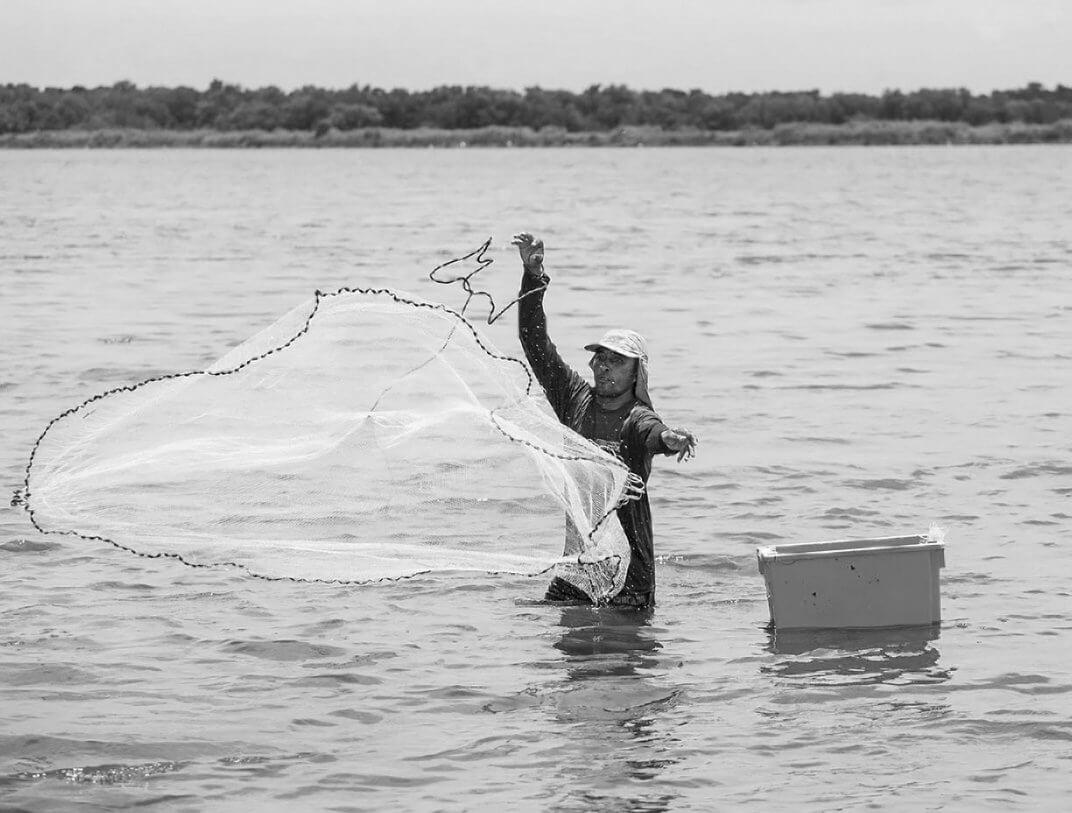 Garnelenfischer José beim Fang